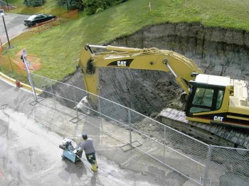 Mini Excavation, Bobcat Hire, Demolition, Tight Access Excavation, Land & Site Clearing, Rock Sawing & Rock Breaking, Pool Excavating, Trenching, Post Hole Digging, 1 to 30 Tonne Excavators